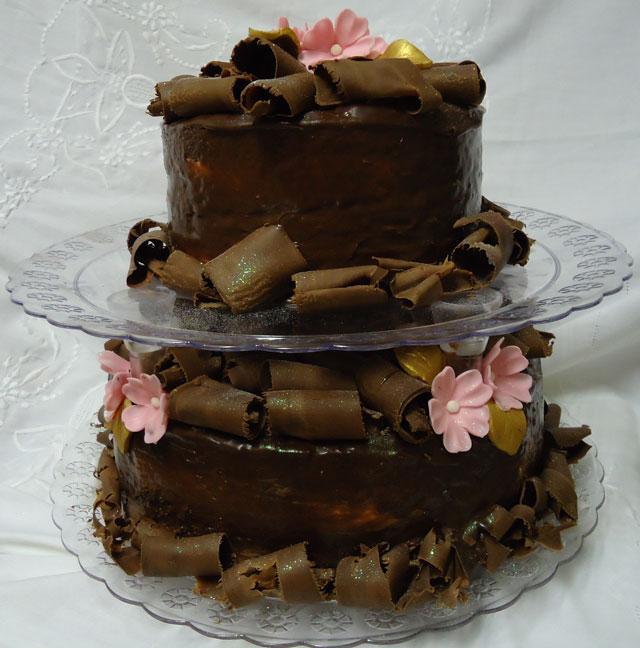 Bolo de Chocolate de Dois Andares Decorado