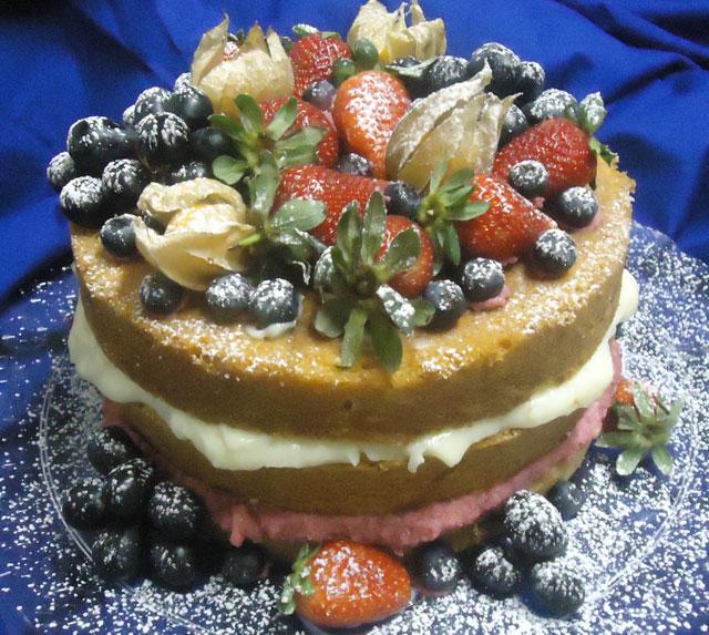 Bolo Naked Cake Decorado com Frutas
