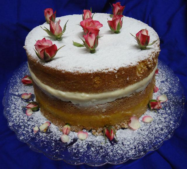 Bolo Naked Cake Decorado com Rosas Naturais