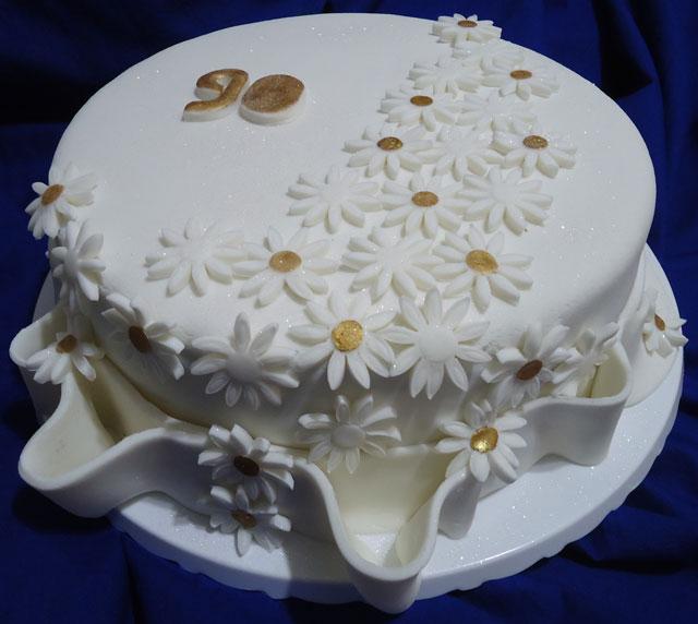 Bolo de Aniversário Decorado com Pasta Americana