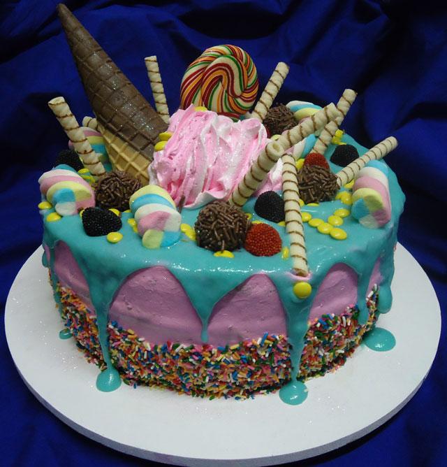 Bolo Decorado Estilo Drip Cake